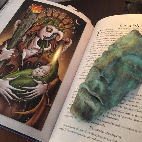 Sách hướng dẫn Deviant Moon Tarot